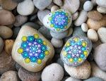 Mandalas sobre piedras - 2