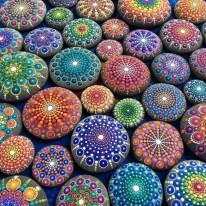 piedras-pintadas-de-colores-1