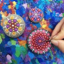 piedras-pintadas-de-colores